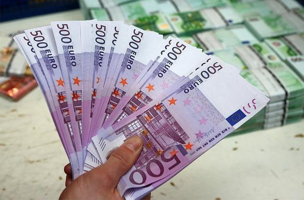 Курс евро упал до уровня 2016 года