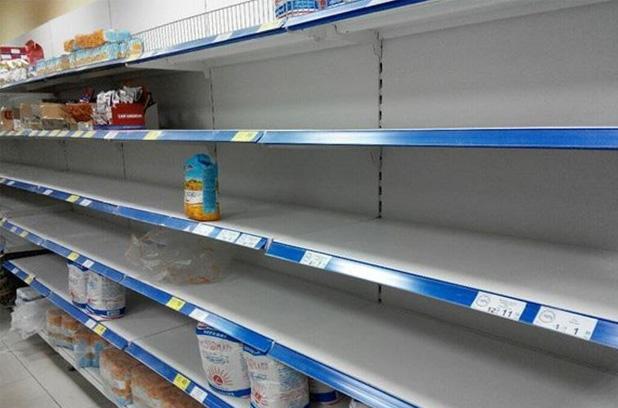 Украинцы опустошают полки супермаркетов